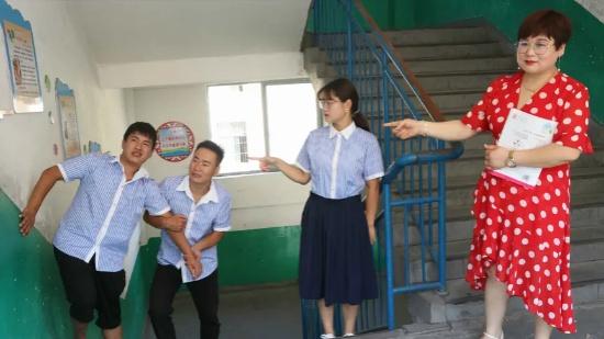 """短剧:学渣做""""好人好事""""老师奖励3个愿望,他却不开心?啥情况"""