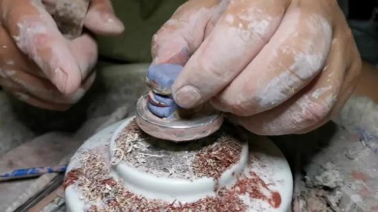 一块泥巴,普通人眼里一文不值,但在陶艺人手里价值千金!