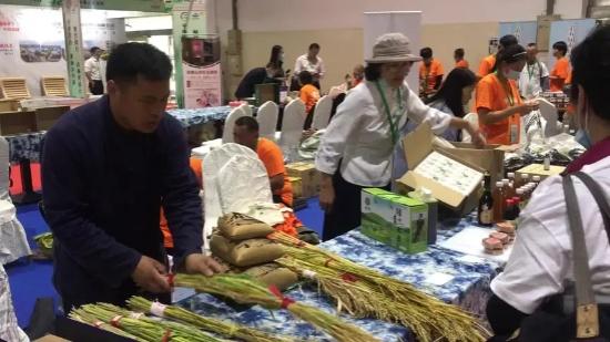 素食论坛各店农庄主代表都到位啦!从餐桌到一亩良田公益活动