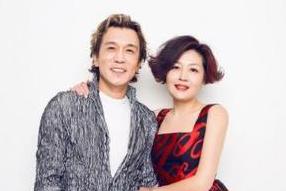 李咏遗孀迎51岁生日望世界和平 贴心为女儿做牛排